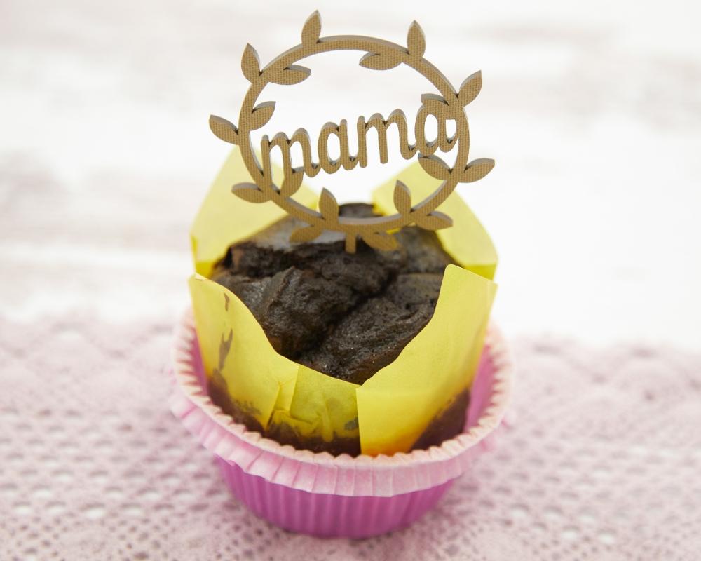 """Picture of Caketopper / Kuchenstecker für Muffins mit dem Schriftzug """"Mama""""  und Blätterkranz"""