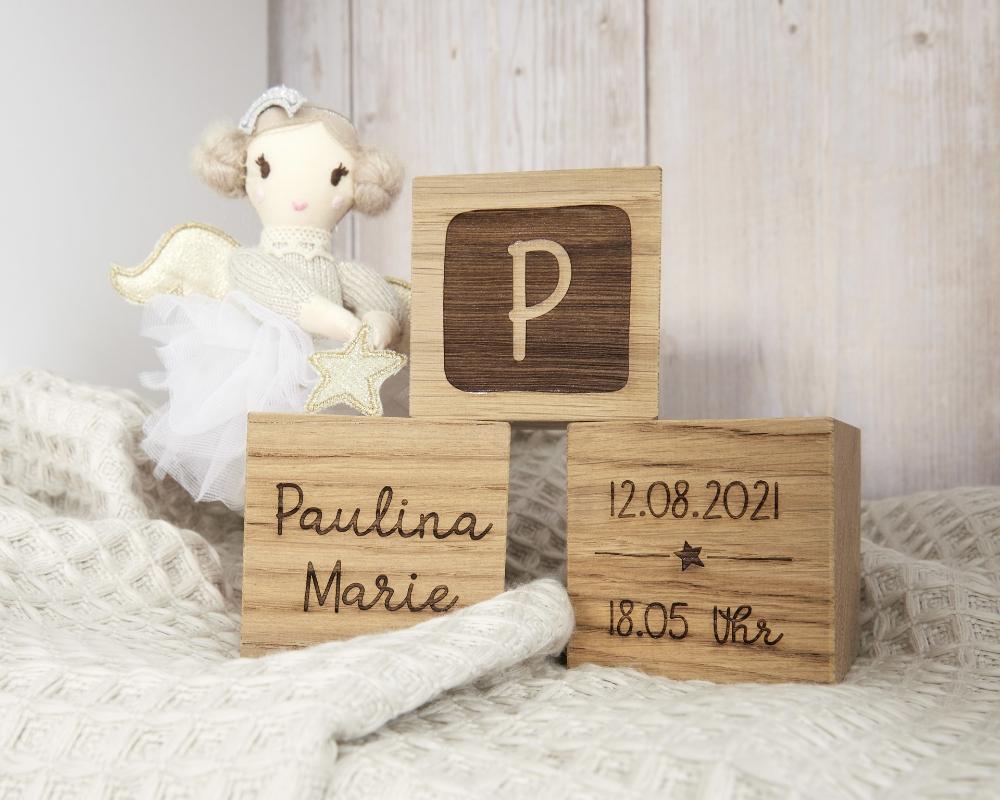 Gravierte Holzwürfel als Geburtsgeschenk - 60 x 60 x 60 mm