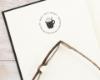 Personalisierter Bucheignerstempel mit hübschem Tassenmotiv, individuell & persönlich